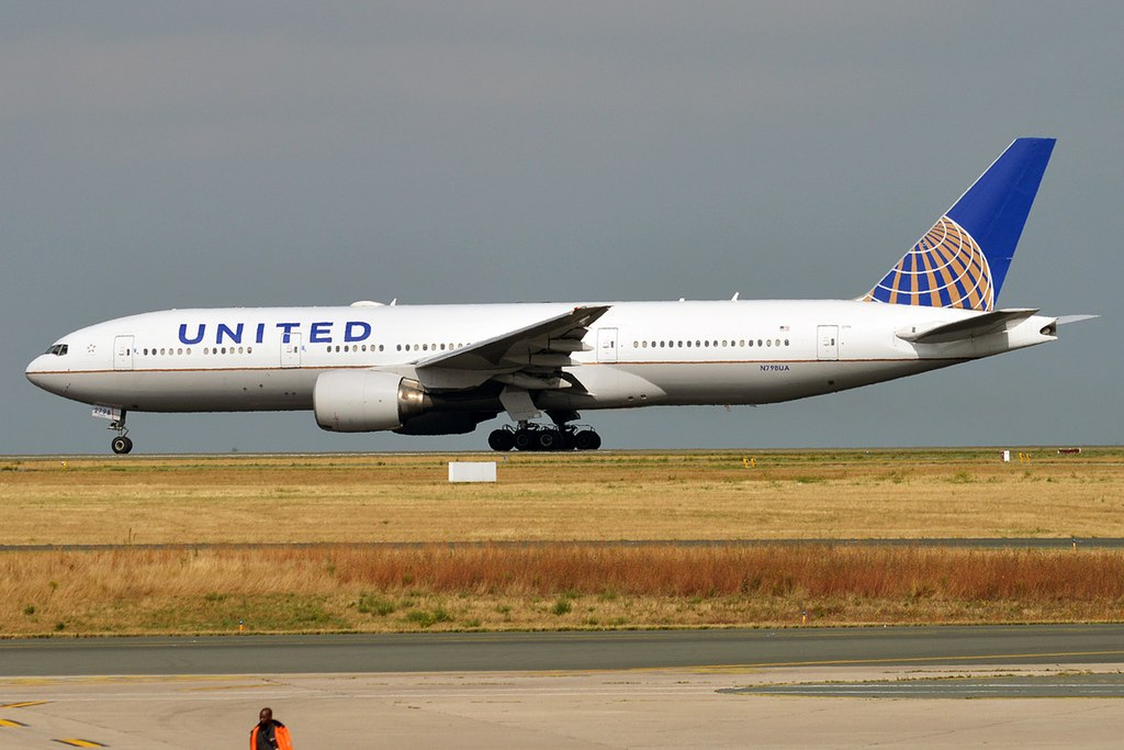 jobs for felons, company profile, United Airlines, airlines, transportation