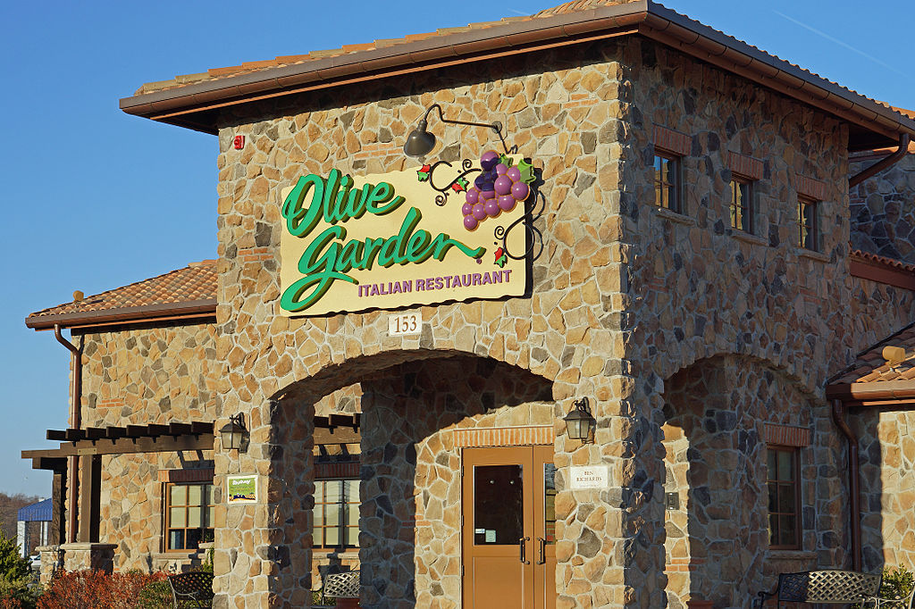 Does Olive Garden hire felons as servers